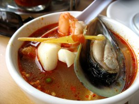 Pok Tae (Hot and sour seafood soup with lemon grass). A tangy, hot broth with clams, mussels, shrimp, crab and fish (and also some krab, for some reason) and little slices of hot Thai chillies floating around like so many tiny mines for the unwary.