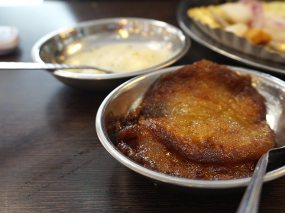 Jalebis are only made in the evenings and so we settled for some malpuas with rabdi