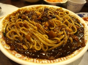 Jajangmyun at the Koreatown Plaza. This was at the Korean-Chinese place in the basement level. Korean-Chinese is its own thing and I can't say it's my favourite subspecies of Chinese food (I'm not that excited about Indian-Chinese either) but the odds of our not eating jajangmyun at some point in LA are very poor as it's one of the wife's go-to comfort foods. Not much separates decent jajangmyun from excellent jajangmyun, in my unenlightened view, but this was pretty good, I guess.