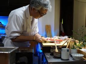 Shunji Nakao preparing chutoro for luckier people than us.