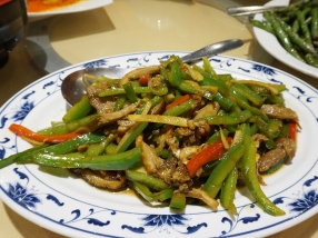 This was a new dish for me and I quite liked it (the missus was not as much of a fan). The duck, as you can see, is sliced thinly and stir-fried with julienned peppers and lots of fresh ginger.