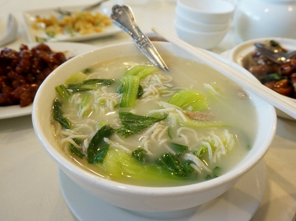 A simple noodle soup to counter all the sweet and salty flavours, this was very nice indeed.