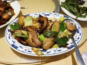 This was another highlight. Thick slices of preserved pork belly, stir-fried with garlic shoots (presumably the leaves from green garlic). This may be an acquired taste though: the meat is a little chewy and more than a little salty from the preservation.