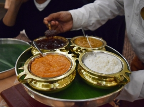 And a very nice assortment of chutneys: tamarind, ginger, coconut and tomato. All were excellent.