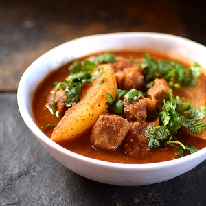 Braised Pork with Tomato and Tomatillo