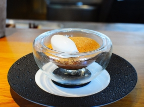 Hedone: Warm chocolate mousse with yuzu jelly, praline and milk ice cream