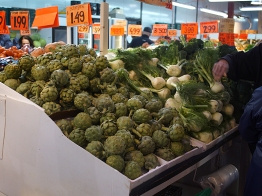 You know you're in French Canada though when the farmers' market features large mounds of artichokes and fennel. The vendors upto this point were in the formally covered section of the market.