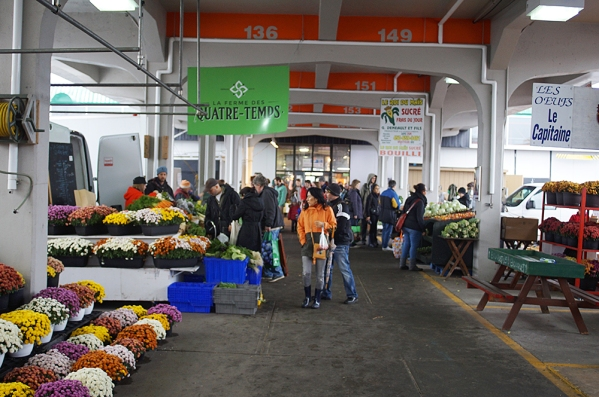 And far fewer shoppers were giving the outdoor vegetable vendors any custom either.