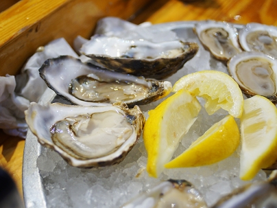 First up: Kelly Gigas, an oyster from Ireland. A very attractive, mild oyster---the pleasures here were more of texture.