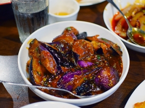The eggplant version of the popular dish. I do not eat the devil's tumour so cannot report on it, but the missus always likes when we order it (when dining in a group).
