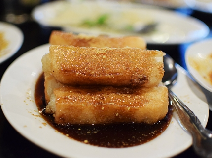 From the Szechuan Snacks section of the menu, this is best gotten as dessert. The rice cakes are crisp on the surface and chewy below; they're sprinkled with powdered bean and sit in a somewhat cloying brown sugar/molasses syrup. I like it, but I'm Bengali.