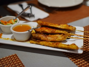 The chicken satay here is quite good, and the peanut sauce isn't just cloyingly sweet.