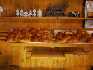 Au Kouign-Amann: Croissants