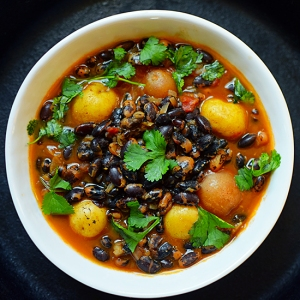 Black Bean Curry with Potatoes