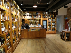 "The ""whisky cellar"" has a separate cashier."