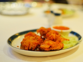 These onion bhajis were very good. A good ratio of batter to onion and fried just right---not to the point of crispness, and without too much grease.