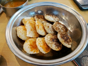 We also couldn't resist getting an order of 12 mini-idlis that are smeared with various powdered spices (podis). Very nice.
