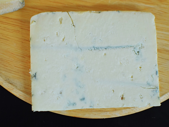 By far my favourite of the goat cheeses. Like its stablemates, the Beenleigh Blue and the Devon Blue, this is made from pasteurized milk.