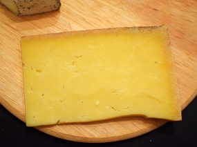 Raw cow's milk cheese