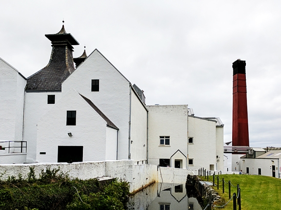 Lagavulin: More buildings