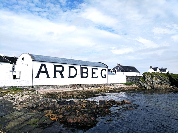 Ardbeg: From the sea, straight on