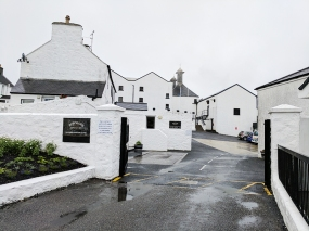 Like Oban, Bowmore is situated right in the middle of the town that gives it its name.