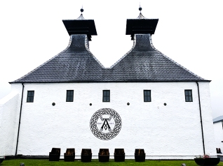 Ardbeg: Pagoda roofs and cask-chairs