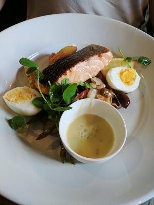 Loch Ness Inn: Roasted Scottish salmon