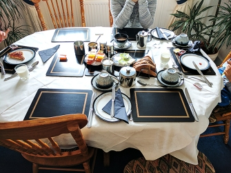 Hillview: Breakfast table