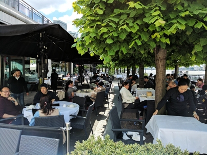 Royal China, Canary Wharf: Outside seating