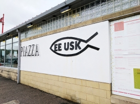 In case you want Italian instead, Ee-Usk shares the pier with a place called Piazza.