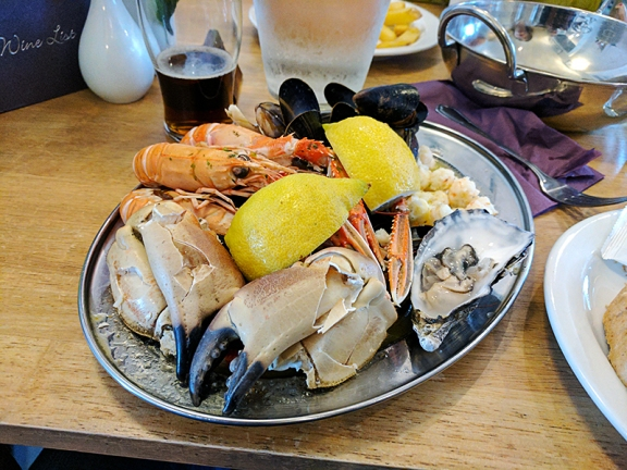 The Claymore: Seafood platter for one.