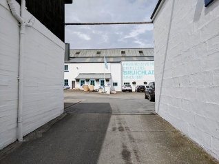 Bruichladdich: Through the gates to the parking lot