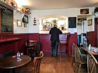 An Tigh Seinnse: Bar