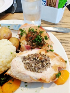 The Lochside Hotel: Haggis and dry chicken