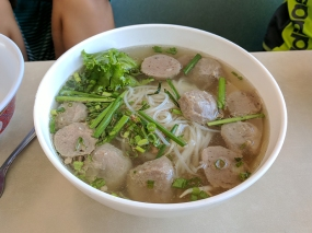 Rice noodle soup with meatballs.