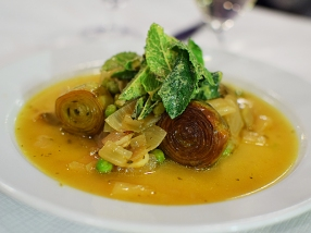 St. John: Braised violet artichokes, peas and mint