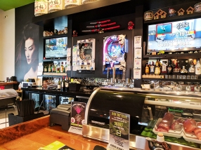 Masu, Apple Valley: Bar decor