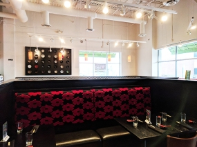 Masu, Apple Valley: Dining room decor