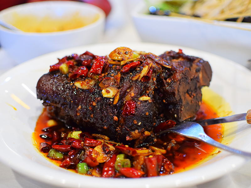 Chengdu Taste: Flavoured pork crura/hock | My Annoying Opinions