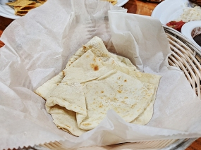 I forget what these soft tortillas cam with but they were very good.