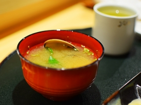 Shiki: Miso soup with clams