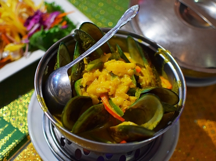 Great plump mussels in a lovely sweet, sour and spicy curry with pineapple.