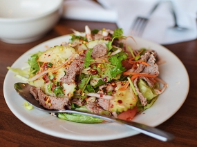 Lao Thai: Grilled beef salad