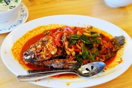 Bangkok Thai Deli: Whole fish in chilli sauce