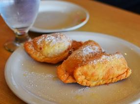 La Colonia: Empanadas de queso