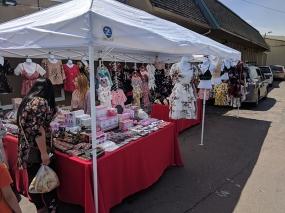 Hmongtown Marketplace: Clothes