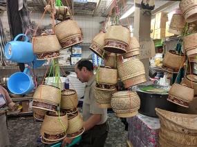 Hmongtown Marketplace: Baskets for steamed/sticky rice