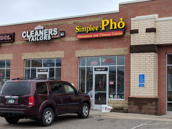 Simplee Pho: Exterior