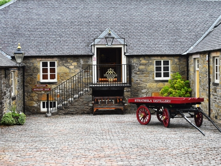 Strathisla: The courtyard in front of the visitor's centre